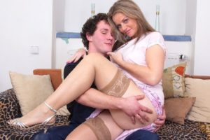 milf et son toy boy