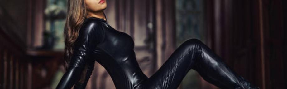 Comment bien enfiler une tenue en latex ?